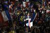 Emmanuel Macron rend les coups