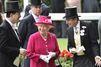 Lumineuse en fuchsia, Elizabeth lance le Royal Ascot