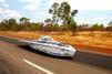 Au cœur de l'Australie, des voitures à énergie solaire font la course