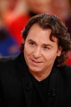 Roberto Alagna dans le canapé rouge de Michel Drucker