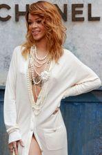Rihanna et son nouveau piercing... aux dents