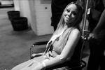 Mariah Carey sort de l'hôpital en fauteuil roulant
