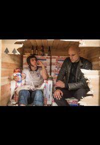 """Sacha Baron Cohen et Mark Strong dans """"Grimsby. Agent trop spécial""""."""