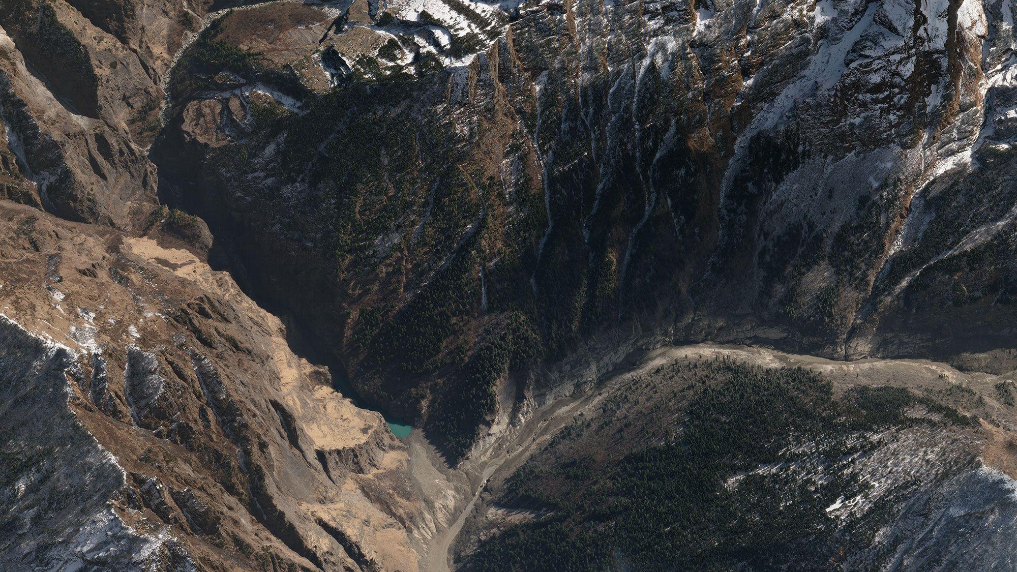 Vue satellite de la vallée de Rishiganga, nouveau lac formé
