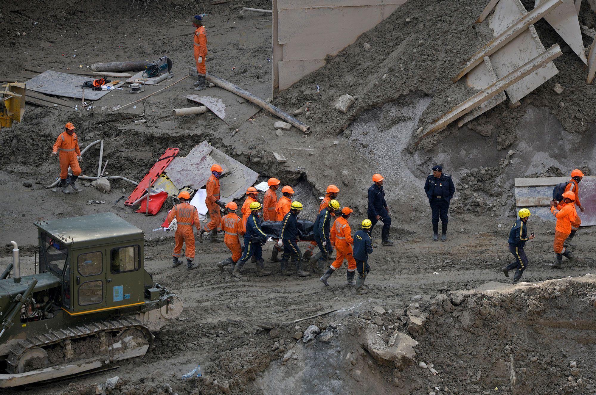 Opérations de secours à Tapovan, dimanche