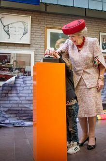 Beatrix inaugure ses portraits recyclés