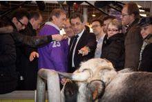 Nicolas Sarkozy ignore Marine Le Pen