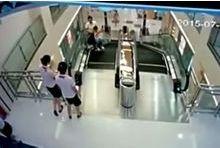 Une femme meurt broyée par un escalator