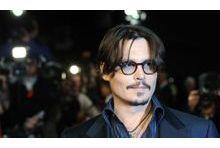 Johhny Depp fait la fête comme un célibataire