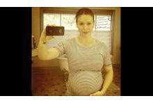 Alyssa Milano nous dévoile son gros ventre