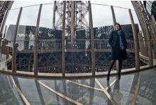 La Tour Eiffel entre verre et fer