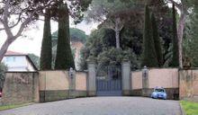 "En direct de Castel Gandolfo, la ""forteresse"" imprenable"
