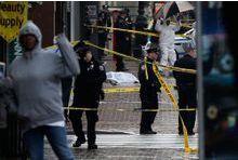 Un homme attaque des policiers à la hache