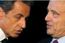 Sarkozy fait la leçon à un Juppé chahuté