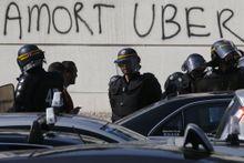 Deux chauffeurs de taxi en garde à vue