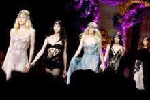 Les vestales modernes d'Atelier Versace