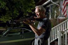 La police débarque en pleine nuit chez Clint Eastwood