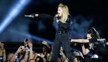 Madonna sort les colts contre le FN