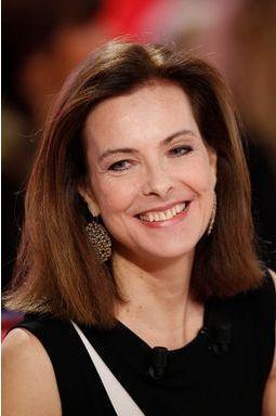 Carole Bouquet sur le canapé rouge de Drucker