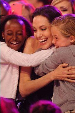 Angie, convalescente radieuse acclamée par ses filles