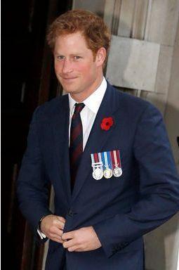 Harry, un prince solennel pour célébrer les héros de guerre