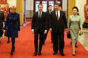 Brigitte et Emmanuel Macron, ainsi que le président Xi Jinping et son épouse Peng Liyuan