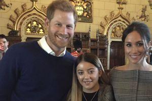 Zoe Arundell avec le prince Harry et sa fiancée Meghan, lors d'une visite officielle à Cardiff en janvier 2018.