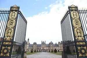 L'entrée napoléonienne du château de Fontainebleau