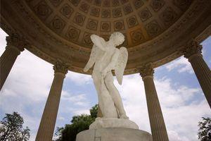 Le temple de l'Amour dans les jardins du Petit Trianon à Versailles