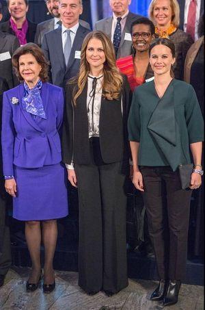 La reine Silvia de Suède avec sa fille la princesse Madeleine et sa belle-fille la princesse Sofia enceinte à Stockholm, le 26 novembre 2015