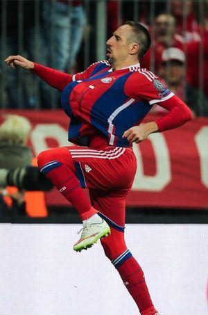 Franck Ribéry annonçant la grossesse de sa femme lors du match du 11 mars