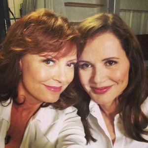 Vingt-trois plus tard, Susan Sarandon et Geena Davis refont le selfie mythique du film Thelma et Louise.