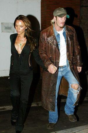 Le couple Beckham en 2002. À cette époque, David n'était pas encore habillé par sa propre femme...