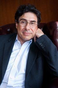 Philippe Aghion. Longtemps professeur à Harvard, il est désormais titulaire de la chaire « Institutions, innovation et croissance » au Collège de France. Auteur de « Changer de modèle » (éd. Odile Jacob). 58 ans.