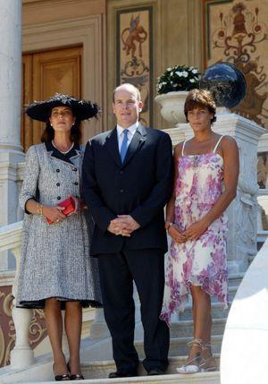Albert de Monaco avec ses deux soeurs Caroline et Stéphanie, après les cérémonies d'intronisation du nouveau prince, le 12 juillet 2005.