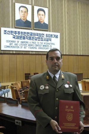 Alejandro en uniforme coréen.
