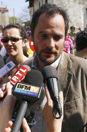 Antoine Royal à Chamagne, en avril 2007, lors d'une visite de sa soeur, la candidate Ségolène Royal.
