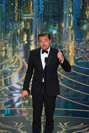 Leonardo DiCaprio en plein discours à la cérémonie des Oscars.