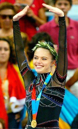 Alina Kabaeva aux Jeux olympiques d'Athènes.