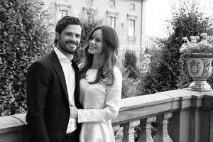 Carl Philip et Sofia dans le jardin du palais royale de Stockholm