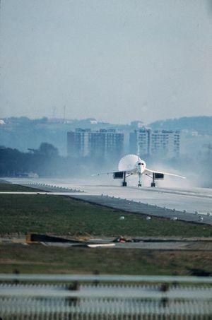 Le premier atterrissage du Concorde.