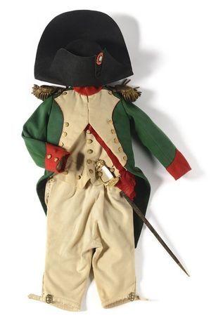 Uniforme de dragon de la Garde impériale de style Ier Empire attribuée au Prince impérial, en souvenir de son oncle Napoléon Ier