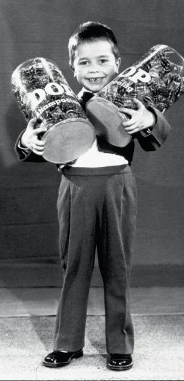 1951: Le petit Rodolphe incarne le preux chevalier du cheveu soyeux pour tous !