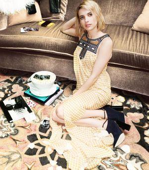 Emma Roberts pose pour Jimmy Choo
