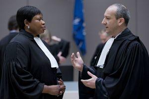 Le 28 janvier 2016 à La Haye, l'avocat spécialiste de droit pénal international Emmanuel Altit avec Fatou Bensouda, la procureure générale de la Cour pénale internationale