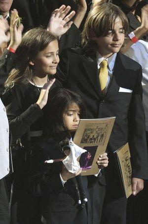 Paris, Blanket et Prince Jackson, en juillet 2009 lors de l'hommage rendu à leur père.