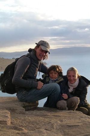 La famille Errard sur les rives du lac Titicaca, en Bolivie.