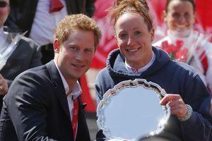 En 2013, le prince Harry et Tatyana, après sa victoire lors du marathon de Londres.
