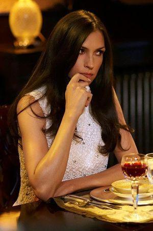 Famke Janssen incarne la machiavélique Olivia.