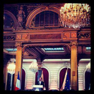 Une image de notre journaliste Anne-Sophie Lechevallier, dans la salle des fêtes de l'Elysée.